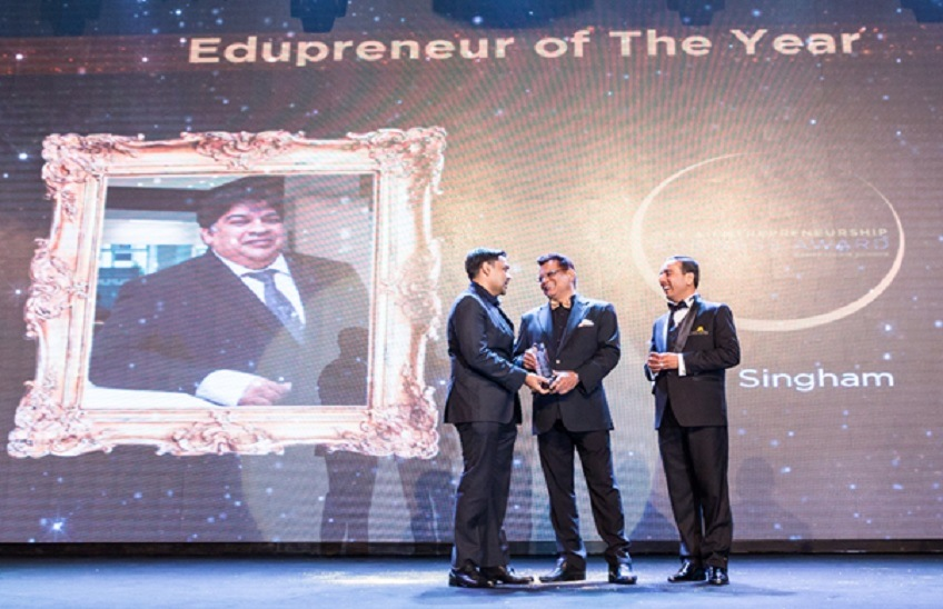 MD of BAC Raja Singham receives Edupreneur of the Year™ 2017 award from Yayasan Usahawan Malaysia (MyPreneurship)